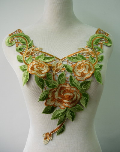 VK331 Rose Floral Leaf Collar Neckline Venise Venice Applique