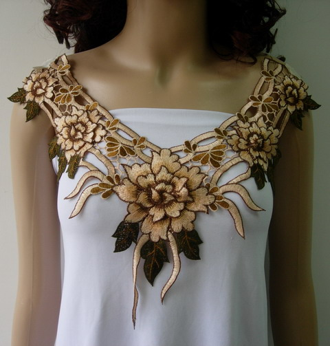 VK405 Beige Brown Layered Floral Collar Venise Applique Motif