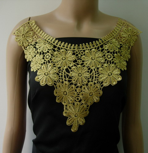 VK425 Flowers Flora Collar Yoke Metallic Gold Trim Applique