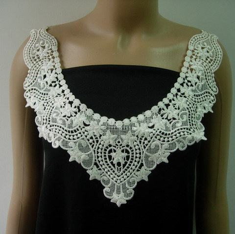 VK441 Vintage Style Lace Venise V-Neck Collar Applique Off-white