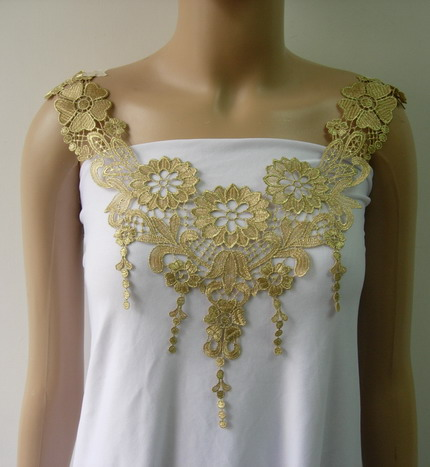 VK455 Fringed Floral Collar Neck Gold Trimming Venise Applique