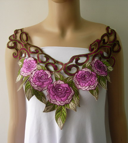 VK464 Purple Tone Roses Collar Neckline Venice Venise Applique