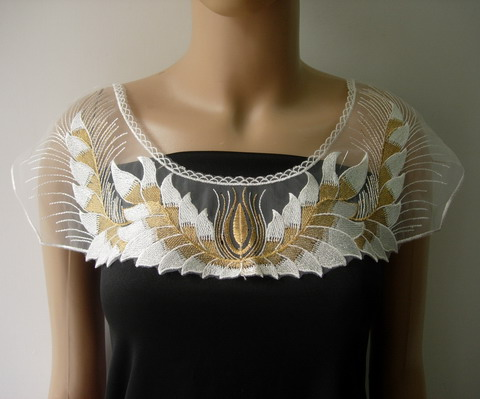 VK474 Leaves Floral Collar Metallic Trim Net Applique White Gold