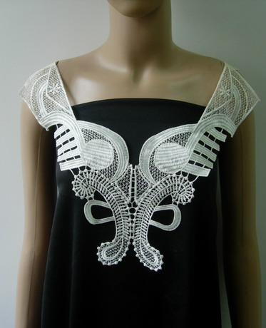 VK499 Mirrored Lace Venice Venise Collar Neck Applique Off-white