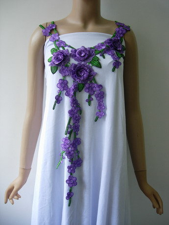 VK502-2 Purple Rose Floral Leaves Neck Front Venise Applique