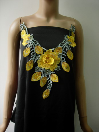 VK538 Yellow Gold Floral Collar V-NeckLace Trims Venise Applique